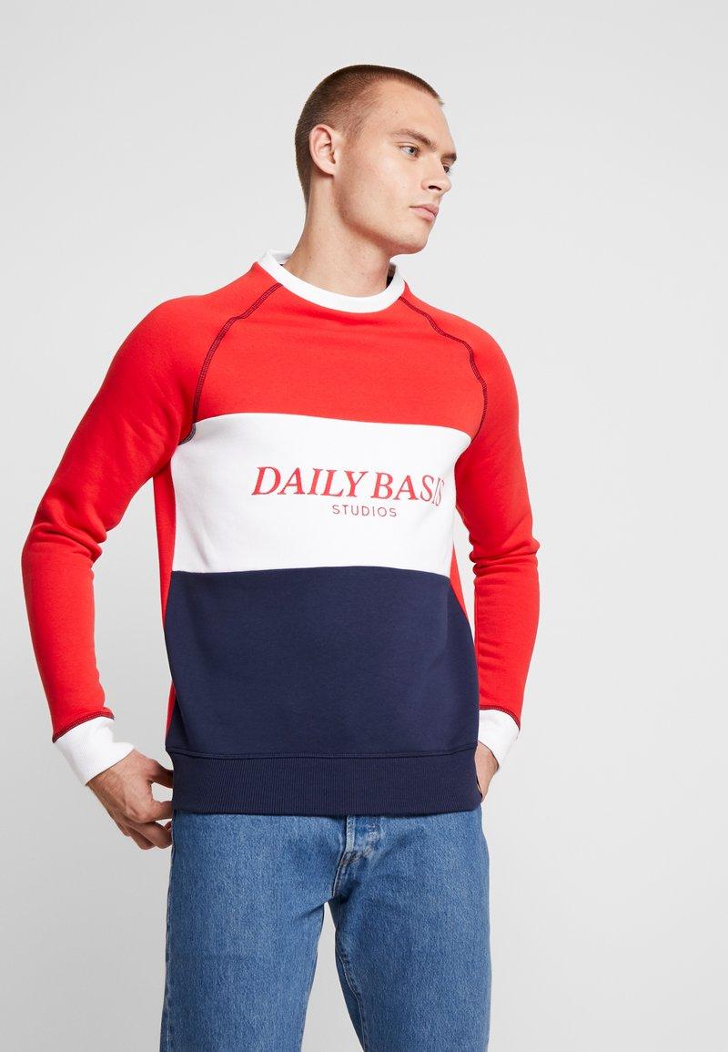 Daily Basis Studios - BLOCK CREW - Sweatshirt - navy/red/white