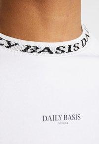 Daily Basis Studios - NECK CREW - Sweater - white - 5
