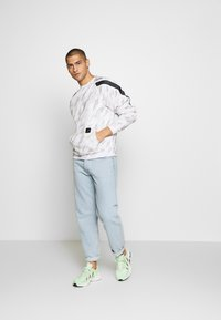 Daily Basis Studios - TAPED CREW - Sweater - off white - 1