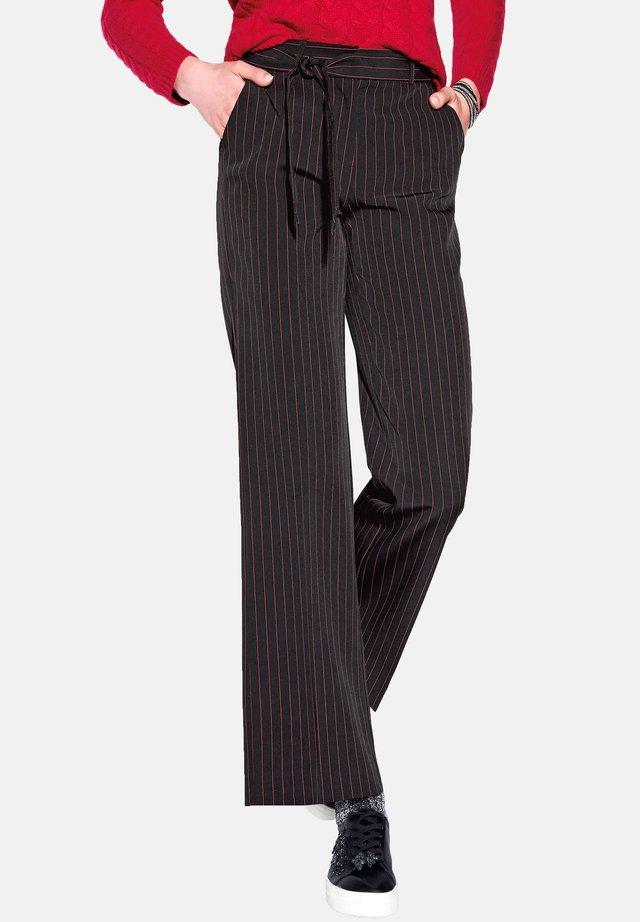 HOSE MIT WEITEM BEIN - Trousers - schwarz/rot