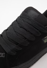 DC Shoes - COURT GRAFFIK SE - Skateboardové boty - black - 5