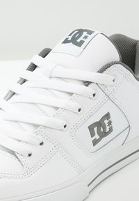 DC Shoes - PURE - Chaussures de skate - white - 5