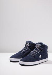 DC Shoes - CRISIS - Skateskor - navy/khaki - 2