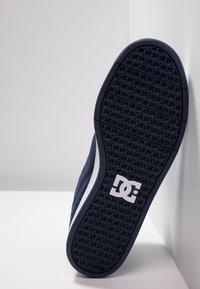 DC Shoes - CRISIS - Skateskor - navy/khaki - 4