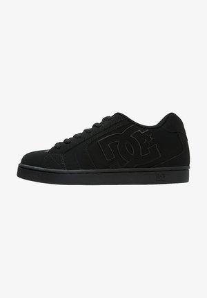 NET - Skateboardové boty - black