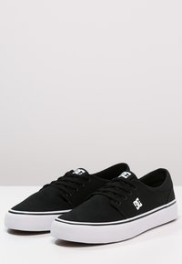 DC Shoes - TRASE - Skateskor - black/white
