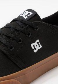 DC Shoes - TRASE - Zapatillas skate - black - 5
