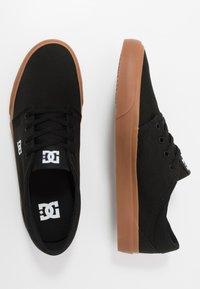 DC Shoes - TRASE - Zapatillas skate - black - 1