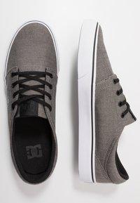 DC Shoes - TRASE SE - Zapatillas - black - 1