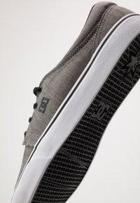 DC Shoes - TRASE SE - Zapatillas - black - 5