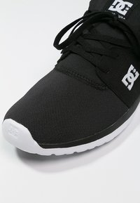 DC Shoes - HEATHROW - Trainers - black/white - 5