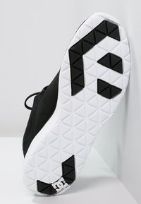 DC Shoes - HEATHROW - Trainers - black/white - 4