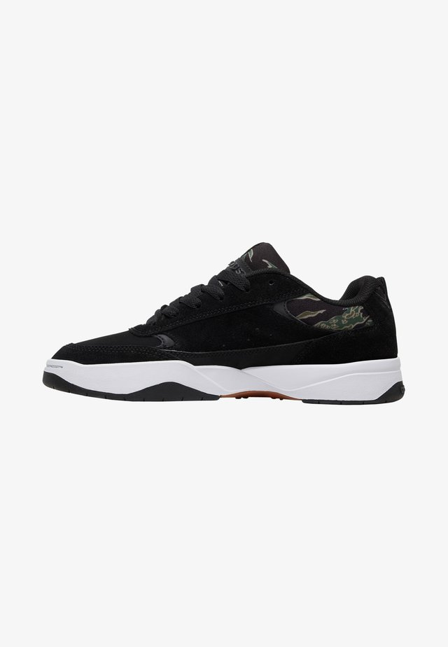 PENZA SE - Sneakers laag - black/camo print