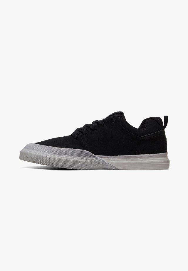 INFINITE TX SE - Skateschoenen - black plaid