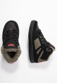 DC Shoes - PURE - Skateboardové boty - black/olive night - 0