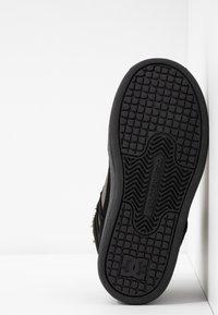 DC Shoes - PURE - Skateboardové boty - black/olive night - 5