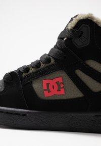 DC Shoes - PURE - Skateboardové boty - black/olive night - 2
