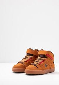 DC Shoes - PURE - Skateboardové boty - wheat/dark chocolate - 2