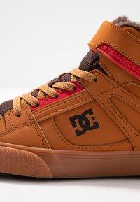DC Shoes - PURE - Skateboardové boty - wheat/dark chocolate - 5