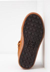 DC Shoes - PURE - Skateboardové boty - wheat/dark chocolate - 4