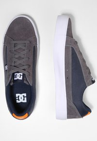 DC Shoes - Baskets basses - grey/dark navy - 1