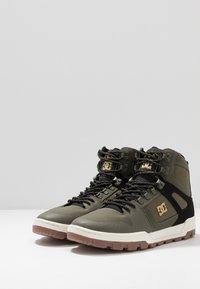 DC Shoes - PURE WR  - Obuwie deskorolkowe - olive/black - 2