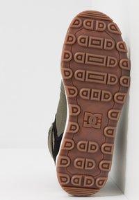 DC Shoes - PURE WR  - Obuwie deskorolkowe - olive/black - 4