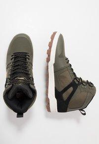 DC Shoes - PURE WR  - Obuwie deskorolkowe - olive/black - 1