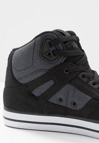 DC Shoes - PURE TOP SE - Obuwie deskorolkowe - black/dark used - 5