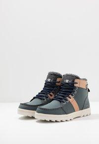 DC Shoes - WOODLAND - Korkeavartiset tennarit - brown/grey - 2