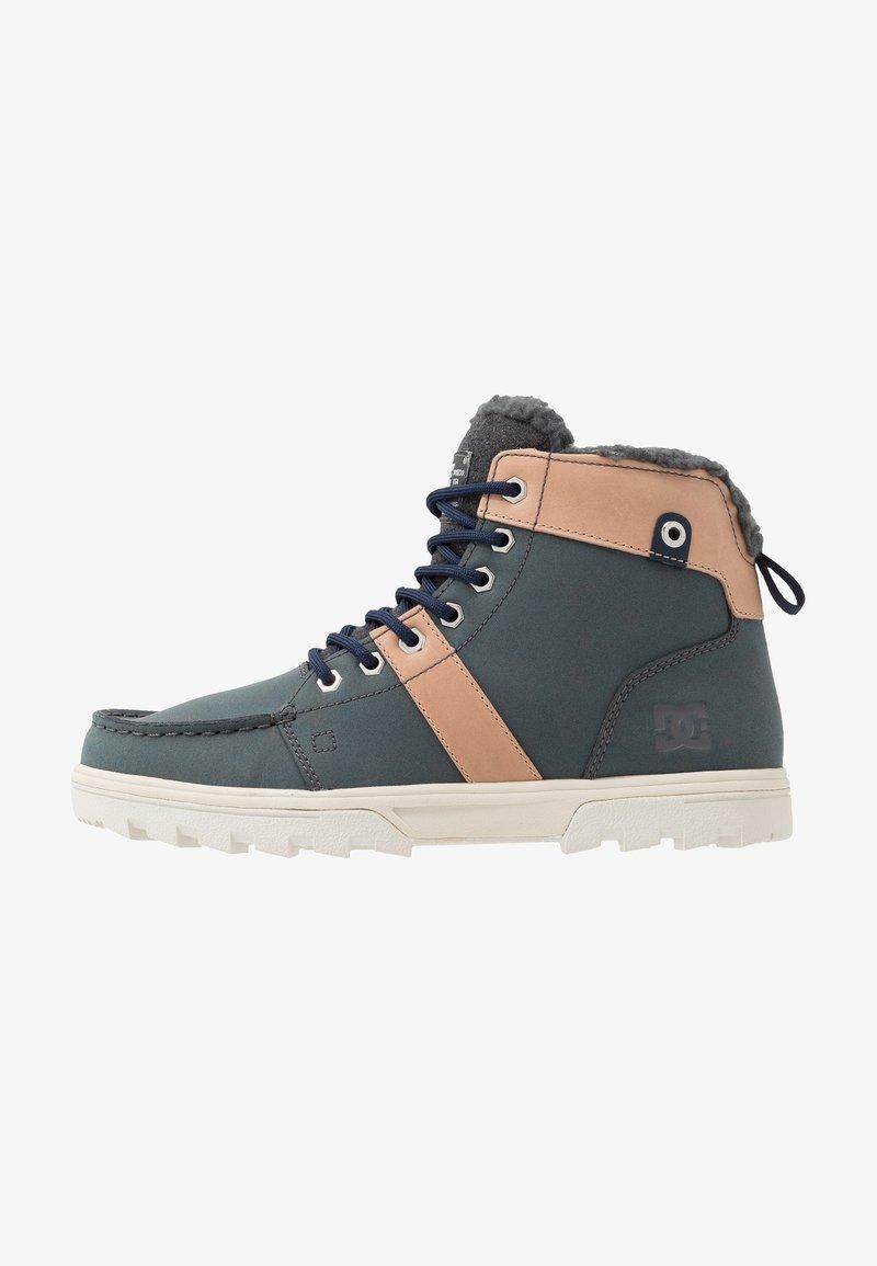 DC Shoes - WOODLAND - Korkeavartiset tennarit - brown/grey