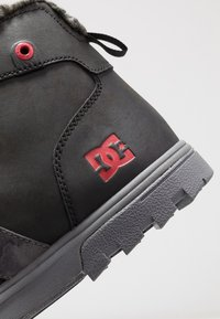 DC Shoes - WOODLAND - Sneakersy wysokie - black/battleship/athletic red - 5