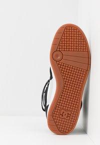 DC Shoes - PENSFORD UNISEX - Zapatillas skate - black/white - 4