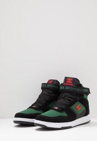 DC Shoes - PENSFORD UNISEX - Zapatillas skate - green/black - 2