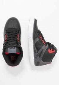 DC Shoes - PURE TOP SE  - Skateschoenen - black/red - 1