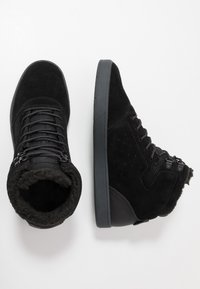 DC Shoes - CRISIS - Skatesko - black/grey - 1