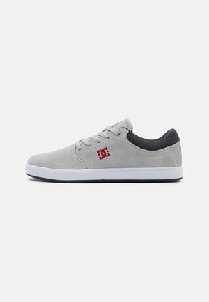 CRISIS - Skate shoes - black/dark grey/athletic red