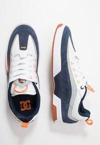 DC Shoes - LEGACY 98 SLIM - Skateboardové boty - navy/orange - 1