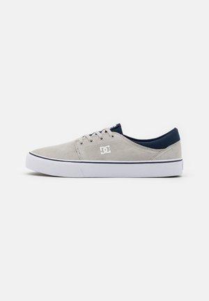TRASE - Zapatillas - grey/white