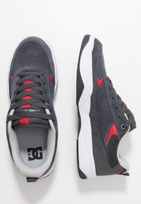 DC Shoes - PENZA - Tenisky - grey/red - 1