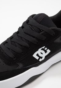 DC Shoes - PENZA - Trainers - black/white - 5