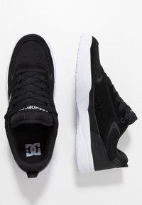 DC Shoes - PENZA - Matalavartiset tennarit - black/white - 1