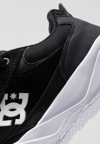 DC Shoes - PENZA - Matalavartiset tennarit - black/white - 5