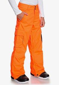DC Shoes - DC SHOES™ BANSHEE - SCHNEEHOSE FÜR JUNGEN 8-16 EDBTP03011 - Pantalon de ski - shocking orange - 2