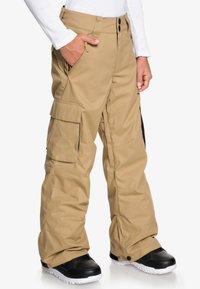 DC Shoes - DC SHOES™ BANSHEE - SCHNEEHOSE FÜR JUNGEN 8-16 EDBTP03011 - Pantalon de ski - brown - 2