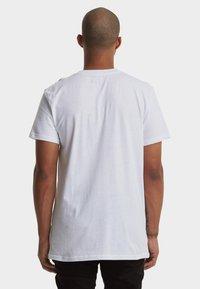 DC Shoes - REGULAR FIT - Print T-shirt - snow white - 2