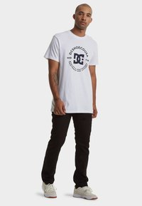 DC Shoes - REGULAR FIT - Print T-shirt - snow white - 1