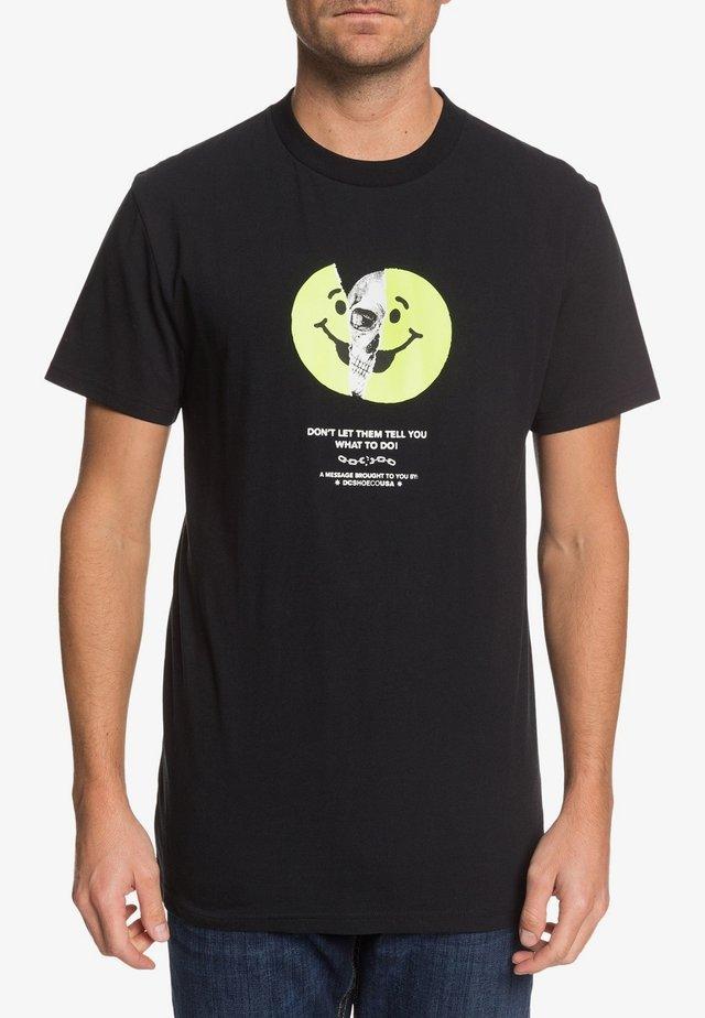 DC SHOES™ DON'T LET THEM TELL YOU - T-SHIRT FÜR MÄNNER EDYZT0408 - Print T-shirt - black