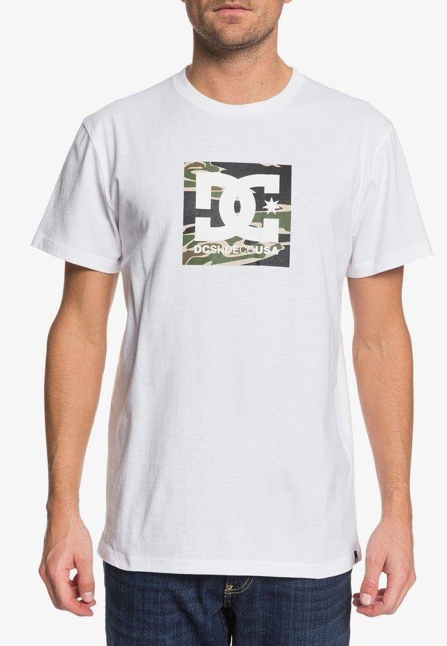 DC SHOES™ SQUARE STAR - T-SHIRT FÜR MÄNNER EDYZT04143 - T-Shirt print - snow white/camo