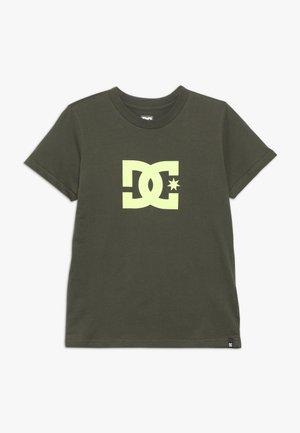 STAR BOY - T-shirt imprimé - fatigue green/safety yellow